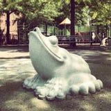 Estatua de la rana Imagenes de archivo