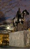 Estatua de la reina Elizabeth II en caballo Imágenes de archivo libres de regalías