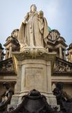 Estatua de la reina Victoria delante ayuntamiento, cuadrado de Donegall, Irlanda del Norte Belfast fotos de archivo libres de regalías