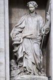 Estatua de la salubridad en la fuente del Trevi roma fotografía de archivo
