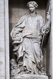 Estatua de la salubridad en la fuente del Trevi roma fotografía de archivo libre de regalías