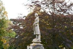 Estatua de la señora en sepulcro Foto de archivo libre de regalías
