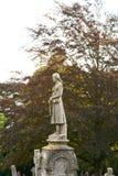 Estatua de la señora en sepulcro Imágenes de archivo libres de regalías
