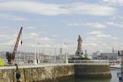 Estatua de la Virgen María en el puerto de Santurce, España Fotos de archivo libres de regalías