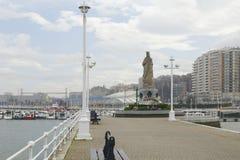 Estatua de la Virgen María en el puerto de Santurce, España Foto de archivo libre de regalías