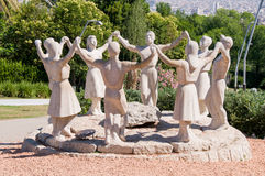 Estatua de los bailarines de Sardana Foto de archivo