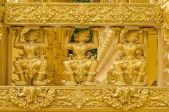 Estatua de los gigantes del oro Imagen de archivo libre de regalías