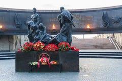 Estatua de los soldados que marchan a la guerra en el monumento al heroico Foto de archivo libre de regalías
