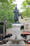 Estatua de Louis IX en Aigues-Mortes, Camargue, Francia Fotos de archivo