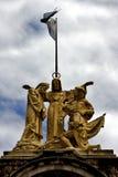 estatua de mármol amarilla de un hombre Foto de archivo libre de regalías