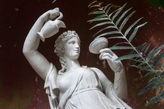 Estatua de mármol antigua de la mujer Imagenes de archivo