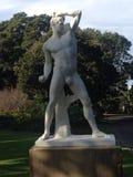Estatua de mármol blanca atlética Imágenes de archivo libres de regalías