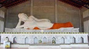 Estatua de mármol blanca de Buda Fotos de archivo