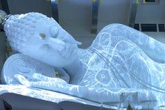 Estatua de mármol blanca de Buda Imagen de archivo libre de regalías