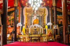 Estatua de mármol de Buda en el templo del wiwekaram de Wang, Sangklaburi Foto de archivo libre de regalías