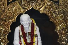Estatua de mármol de Sai Baba imágenes de archivo libres de regalías