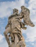 Estatua de mármol del ` s de Bernini del ángel en Roma, Italia imagenes de archivo