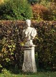 Estatua de mármol en parque verde en Moscú foto de archivo