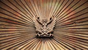 Estatua de madera de madera del garuda Fotos de archivo libres de regalías