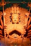Estatua de madera de oro de Guan Yin con 1000 manos Fotografía de archivo