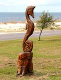 Estatua de madera tallada mano del Seahorse Imágenes de archivo libres de regalías