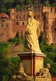 Estatua de Minerva en el puente viejo de Heidelberg Imágenes de archivo libres de regalías