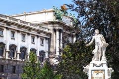 Estatua de Mozart en el parque de Burggarten en Viena imagen de archivo libre de regalías