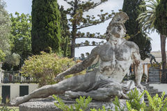 Estatua de muerte de Aquiles del palacio de Achilleion en la isla de Corfú, Grecia Fotografía de archivo