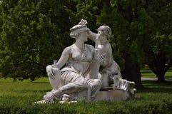 Estatua de ninfas en el castillo de Rosenstein en Stuttgart Foto de archivo