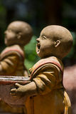 Estatua de novatos en Wat Umong Chiang Mai tailandia fotos de archivo
