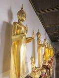 Estatua de oro de Buda en el templo de Somanas Rajavoraviharn, Bangko Fotografía de archivo libre de regalías