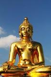 Estatua de oro de Buda Imagen de archivo libre de regalías