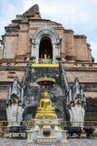 Estatua de oro de Buda en Chiang Mai, Tailandia Foto de archivo libre de regalías