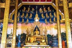 Estatua de oro de Buda en el templo de Sri Pan Ton Imagen de archivo libre de regalías