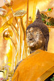 Estatua de oro de Buda en el templo en Tailandia Foto de archivo