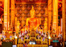 Estatua de oro de Buda en el templo NaN, Tailandia Fotos de archivo libres de regalías
