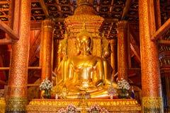 Estatua de oro de Buda en el templo NaN, Tailandia Fotografía de archivo