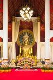 Estatua de oro de Budda Imagenes de archivo