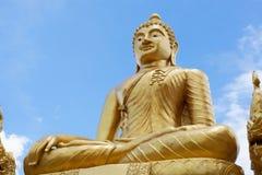 Estatua de oro de buddha Foto de archivo libre de regalías