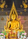 Estatua de oro de buddha Imágenes de archivo libres de regalías