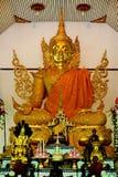 Estatua de oro de buddha Fotografía de archivo