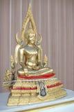 Estatua de oro de buddha Imagenes de archivo
