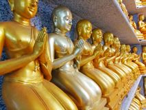 Estatua de oro de buddha Imagen de archivo