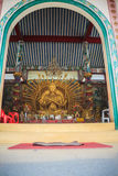 Estatua de oro de Guan Yin con 1000 manos Guanyin o Guan Yin i Imágenes de archivo libres de regalías