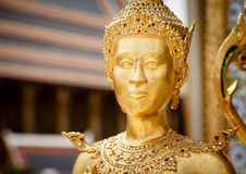 Estatua de oro de Kinnari Imagen de archivo