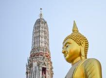 Estatua de oro de Lord Buddha Imagen de archivo libre de regalías