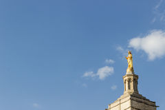 Estatua de oro de Maria virginal Imagen de archivo libre de regalías