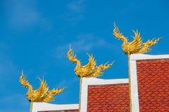 Estatua de oro de tres Himmapan Hongsa Imagen de archivo libre de regalías