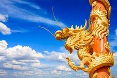 Estatua de oro del dragón Imagen de archivo