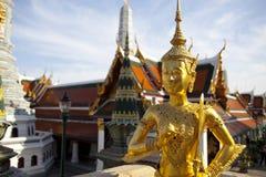 Estatua de oro del kinnon (kinnaree) Imagenes de archivo